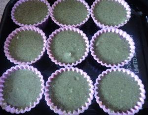 špenátové muffiny před pečením